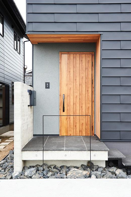 201009_niigata-m_02_facade